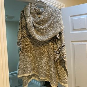Neutral Knitted Poncho/Sweater